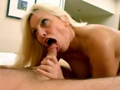 Mature MILF Cala Worships a Peni