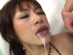 Hot Asian babe double oral sex