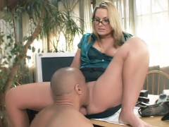 Sexy Blonde Pornstar Dishes Out Her Quim